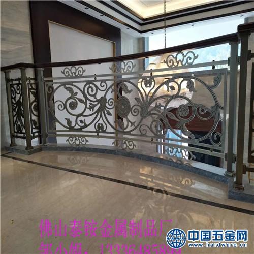 江门市高端别墅铝合金欧式弧型旋楼梯扶手别样的装修风格